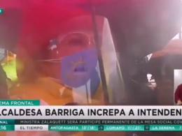 Captura de pantalla de MegaNoticias donde aparece Cathy Barriga increpando al Intendente Guevara